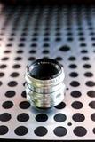 Εκλεκτής ποιότητας χειρωνακτικός φωτογραφικός φακός καμερών στο μεταλλικό υπόβαθρο στοκ εικόνες