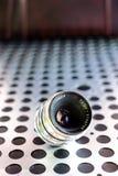 Εκλεκτής ποιότητας χειρωνακτικός φωτογραφικός φακός καμερών στο μεταλλικό υπόβαθρο στοκ εικόνα με δικαίωμα ελεύθερης χρήσης