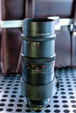 Εκλεκτής ποιότητας χειρωνακτικός φωτογραφικός φακός καμερών στο μεταλλικό υπόβαθρο στοκ φωτογραφία με δικαίωμα ελεύθερης χρήσης