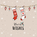 Εκλεκτής ποιότητας Χριστούγεννα, νέα ευχετήρια κάρτα έτους, πρόσκληση Παραδοσιακή διακόσμηση, κρεμώντας πλεκτές κάλτσες, γυναικεί Στοκ Εικόνες