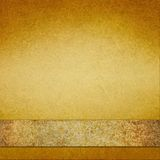 Εκλεκτής ποιότητας χρυσό υπόβαθρο με την καφετιά χρυσή κορδέλλα Στοκ Εικόνες