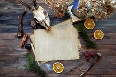 Εκλεκτής ποιότητας χλεύη εγγράφου επάνω στο ξύλινο υπόβαθρο Στοκ εικόνες με δικαίωμα ελεύθερης χρήσης