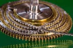 Εκλεκτής ποιότητας Fusee ρολογιών τσεπών αλυσίδα που κουλουριάζεται γύρω από το Fusee κώνο Στοκ Φωτογραφίες
