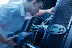 Εκλεκτική εστίαση ενός πίνακα ελέγχου στον κεντρικό υπολογιστή στοιχείων Στοκ φωτογραφία με δικαίωμα ελεύθερης χρήσης