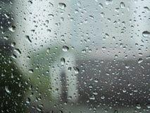 Εκλεκτική εστίαση, σταγόνες βροχής στο γυαλί Στοκ εικόνα με δικαίωμα ελεύθερης χρήσης