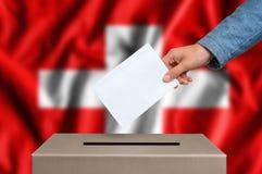 Εκλογή στην Ελβετία - που ψηφίζει στο κάλπη στοκ εικόνα με δικαίωμα ελεύθερης χρήσης