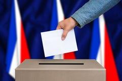 Εκλογή στη Γαλλία - που ψηφίζει στο κάλπη στοκ φωτογραφία
