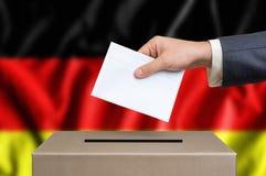 Εκλογή στη Γερμανία - που ψηφίζει στο κάλπη στοκ εικόνα