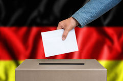 Εκλογή στη Γερμανία - που ψηφίζει στο κάλπη στοκ φωτογραφίες