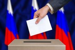 Εκλογή στη Ρωσία - που ψηφίζει στο κάλπη στοκ φωτογραφία με δικαίωμα ελεύθερης χρήσης