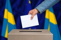 Εκλογή στη Σουηδία - που ψηφίζει στο κάλπη στοκ φωτογραφίες