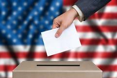 Εκλογή στις Ηνωμένες Πολιτείες της Αμερικής - που ψηφίζουν στο κάλπη στοκ εικόνες με δικαίωμα ελεύθερης χρήσης