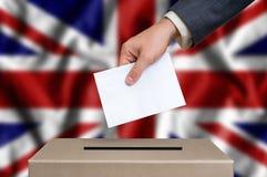 Εκλογή στο Ηνωμένο Βασίλειο - ψηφίζω στο κάλπη στοκ εικόνα