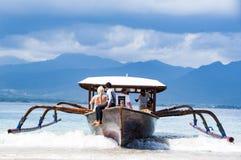Εκδοτική εικόνα Documentaru Παραδοσιακή ξύλινη βάρκα στο Μπαλί Στοκ Εικόνες