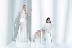 Εκδοτικός πυροβολισμός μόδας στο στούντιο Στοκ φωτογραφία με δικαίωμα ελεύθερης χρήσης