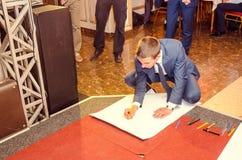 Εκδοτικό ρεπορτάζ τελευταίο κουδουνιών γυμνάσιο 14 30 βαθμού Lutsk 11ο 05 15 Στοκ φωτογραφίες με δικαίωμα ελεύθερης χρήσης