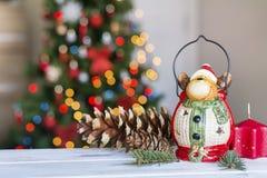 Ελάφια Χριστουγέννων στο θολωμένο ελαφρύ υπόβαθρο Στοκ εικόνες με δικαίωμα ελεύθερης χρήσης