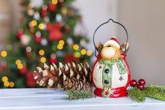 Ελάφια Χριστουγέννων στο θολωμένο ελαφρύ υπόβαθρο Στοκ Φωτογραφίες
