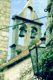 Ελαφριά λεπτομέρεια με τον πύργο κουδουνιών στο υπόβαθρο στοκ φωτογραφία με δικαίωμα ελεύθερης χρήσης