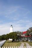 Ελαφριοί σταθμός νησιών Ocracoke και σπίτι φυλάκων στοκ φωτογραφίες με δικαίωμα ελεύθερης χρήσης