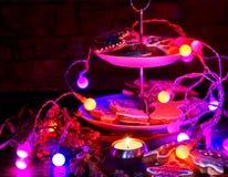 Ελαφρύς πίνακας κεριών με τα μπισκότα μελοψωμάτων Χριστουγέννων Στοκ εικόνα με δικαίωμα ελεύθερης χρήσης