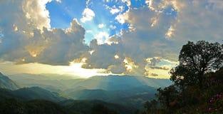 ελαφρύ βουνό βραδιού στοκ εικόνα