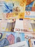ελβετικά τραπεζογραμμάτια και ευρο- λογαριασμοί στοκ εικόνες