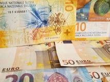 ελβετικά τραπεζογραμμάτια και ευρο- λογαριασμοί στοκ φωτογραφία με δικαίωμα ελεύθερης χρήσης