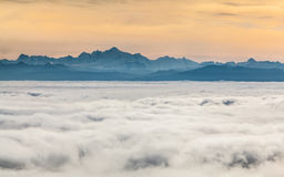 Ελβετικές Άλπεις, επάνω από τα σύννεφα Στοκ εικόνες με δικαίωμα ελεύθερης χρήσης