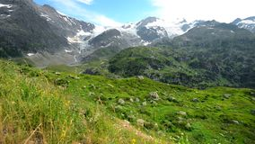 Ελβετικός παγετώνας Άλπεων Τοπίο βουνών της Ελβετίας Ευρώπη φιλμ μικρού μήκους