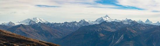 Ελβετικό πανόραμα βουνών στοκ φωτογραφία