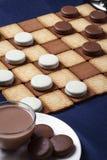 Ελεγκτές μπισκότου και ένα φλιτζάνι του καφέ Εκλεκτική εστίαση στοκ εικόνες
