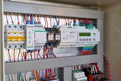 Ελεγκτής, παροχή ηλεκτρικού ρεύματος, ηλεκτρονόμος ελέγχου φάσης, διακόπτης στοκ εικόνες