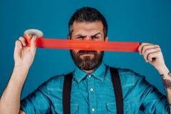 Ελευθερία λόγου και Τύπος έννοιας τυλίγοντας στόμα ατόμων από την κολλητική ταινία λογοκρισία Βάναυσο γενειοφόρο αρσενικό Διεθνής στοκ εικόνα με δικαίωμα ελεύθερης χρήσης