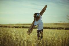 Ελευθερία, παιχνίδι αγοριών για να είναι πειραματικός, αστείος τύπος αεροπλάνων με το aviato Στοκ φωτογραφία με δικαίωμα ελεύθερης χρήσης