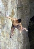 Ελεύθερη εκμετάλλευση ορειβατών στον απότομο βράχο Στοκ Εικόνα