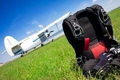 ελεύθερη πτώση με αλεξίπτωτο αλεξίπτωτων Στοκ φωτογραφία με δικαίωμα ελεύθερης χρήσης