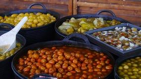 Ελιές για την πώληση σε μια αγορά φιλμ μικρού μήκους