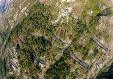 Ελικοειδής δρόμος βουνών στο Μαυροβούνιο Στοκ Εικόνες