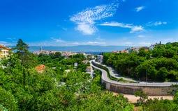 Ελικοειδής τρόπος στη θαυμάσια ρομαντική παλαιά πόλη στην αδριατική θάλασσα Β Στοκ Εικόνα