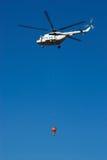 ελικόπτερο μυγών φορτίο&upsil στοκ εικόνες