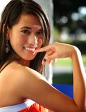 ελκυστικές μικτές νεολαίες γυναικών φυλών στοκ εικόνες