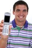ελκυστικές νεολαίες ατόμων εκμετάλλευσης κινητών τηλεφώνων έξω Στοκ Εικόνες