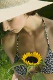 ελκυστικές bikini κορυφαίε&si στοκ εικόνα με δικαίωμα ελεύθερης χρήσης