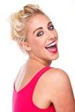 Ελκυστική βέβαια γυναίκα που γελά και συγκινημένη στοκ εικόνα με δικαίωμα ελεύθερης χρήσης