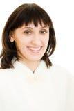 ελκυστική γοητευτική χαμογελώντας γυναίκα γουνών παλτών στοκ φωτογραφία με δικαίωμα ελεύθερης χρήσης