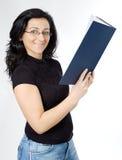 ελκυστική γυναικεία ανάγνωση βιβλίων Στοκ φωτογραφία με δικαίωμα ελεύθερης χρήσης
