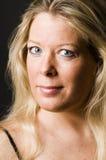 ελκυστική ξανθή θηλυκή μέ&si Στοκ Εικόνα