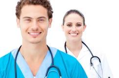 Ελκυστικοί γιατροί που στέκονται σε μια σειρά Στοκ Φωτογραφίες