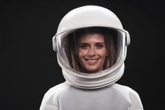 Ελκυστικός spacewoman εκφράζει το gladness στοκ εικόνες